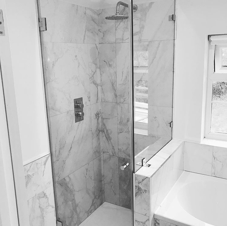 Fitted shower cubicle